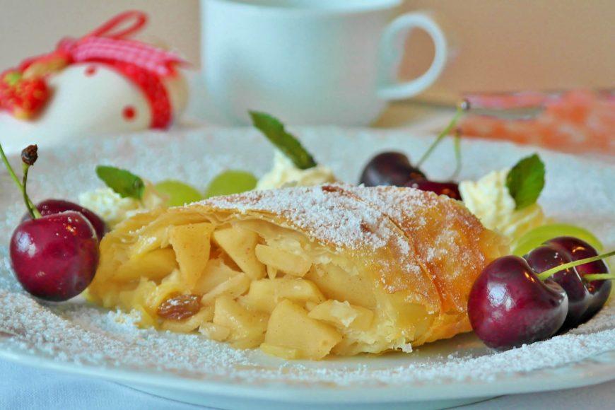 Apfelstrudel Rezept Strudel AbHof Apfel österreichisch